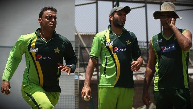 Waqar Younis was first player to Suspended for ball tampering