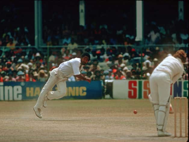Top 10 dangerous bowlers of all time