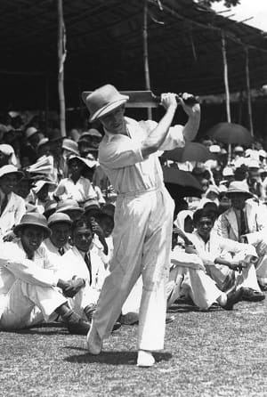 Lindsay Hassett practising at Colombo in 1938 © Getty Images
