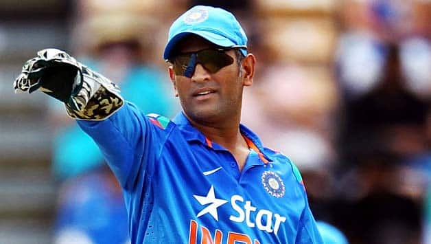 MS Dhoni Stolen LED Lights During Play