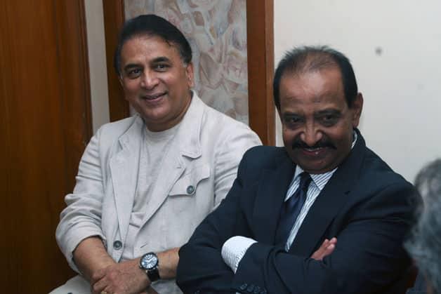 Sunil Gavaskar (left) and G Vis © Yogen Shah