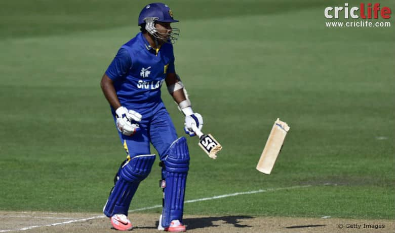 Shapoor Zadran breaks Mahela Jayawardene's bat into two