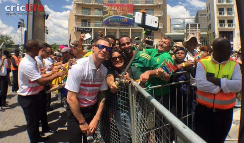 South African team gets a hearty send-off for the ICC Cricket World cup 2015 from their fans