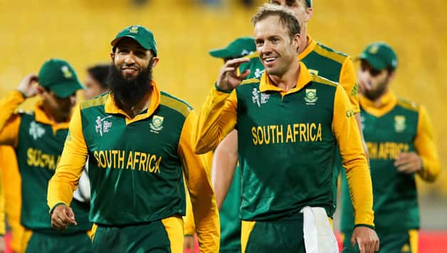 Is AB de Villiers (Right) talking about South Africa's 'Mauka' in this crucial semi-final © Getty Images
