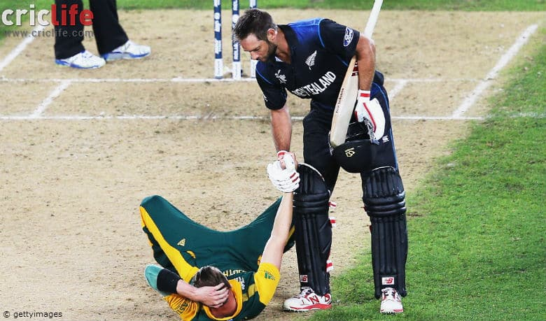 New Zealand's Grant Elliott lends his hand to Dale Steyn after his heroic knock