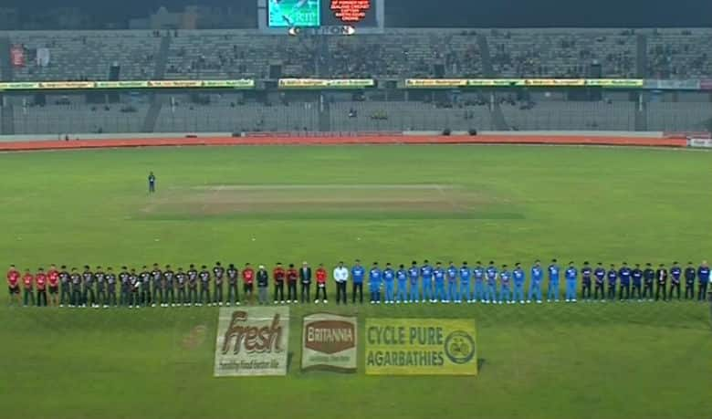 Players from India and UAE offers a minutes silence in memory of Martin Crowe