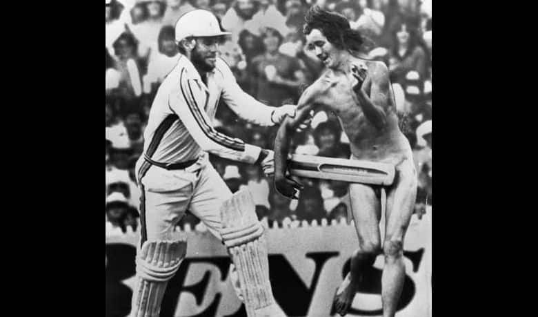 That time Greg Chappell beat a naked streaker with his