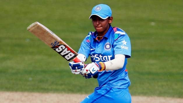 Ekta, Harmanpreet take India to final