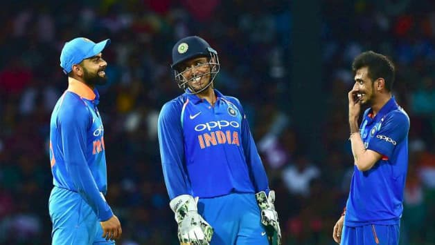 Kohli, Dhoni have a good laughter after Chahal outfoxes Maxwell © PTI