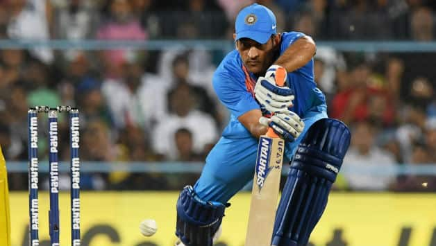 Dhoni struggled when India needed him to go all guns blazing © AFP