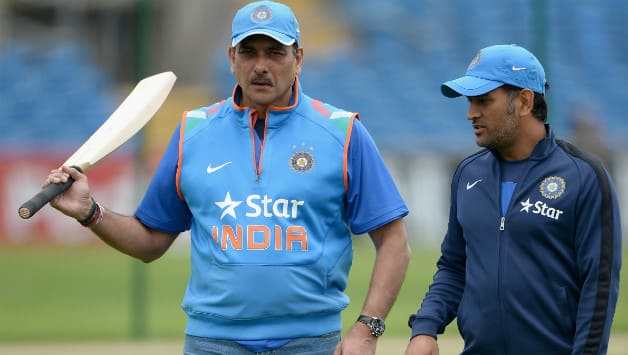 Ravi Shastri (left) has always been vocal with his support to MS Dhoni © Getty Images