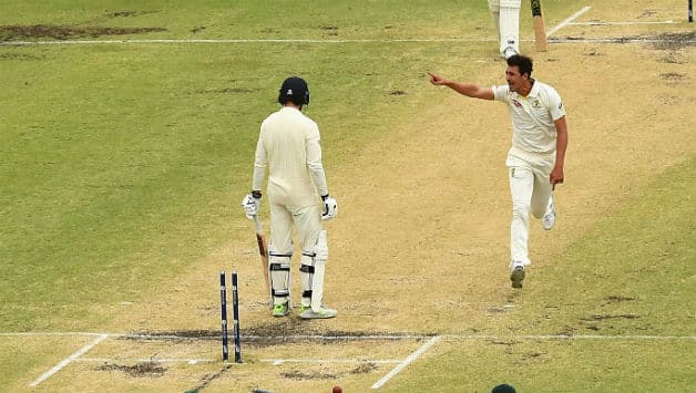 Mitchell Starc's (R) stunner got rid of James Vince © Getty Images