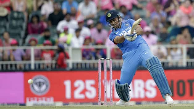 MS Dhoni's 42* takes India to 289 for 7 © AFP