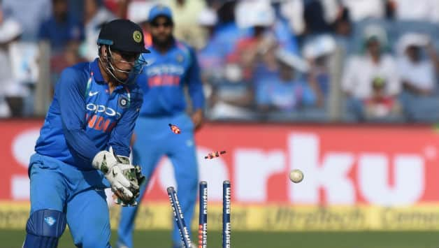 MS Dhoni reaps benefits of unique wicketkeeping style: Sridhar