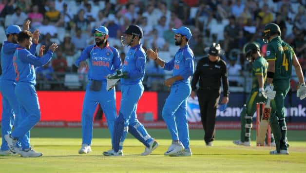Kuldeep Yadav gets rid of Aiden Markram as MS Dhoni picks up his 400th ODI dismissal © AFP