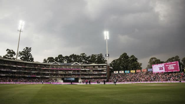 Lightening and drizzle interrupted play at Wanderers © AFP
