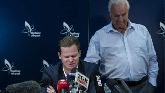 Steven Smith broke down during his press conference at Sydney Airport on Thursday © Getty Images