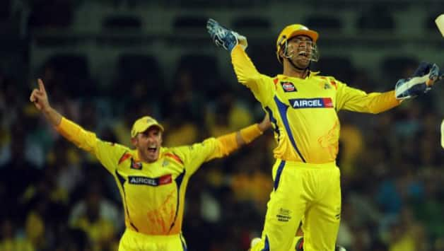 Michael Hussey and MS Dhoni © AFP