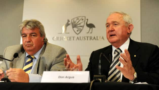 Don Argus (right), who led a seven-month review into the state of Australian cricket, speaks at a press conference with Cricket Australia chairman Jack Clarke (left) in Melbourne on August 2011 © AFP