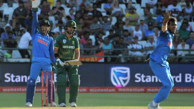 MS Dhoni was a livewire with his tongue behind the stumps (Image courtesy: AFP)