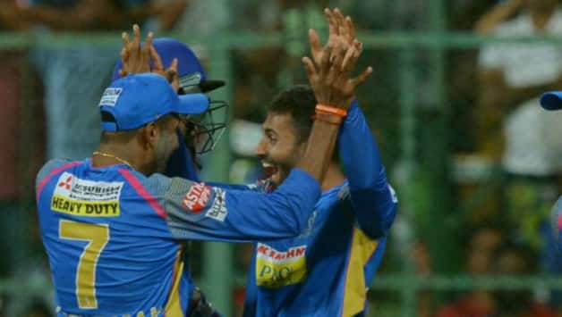 hreyas Gopal picks up the important wickets of Virat Kohli and AB de Villiers in successive overs © AFP