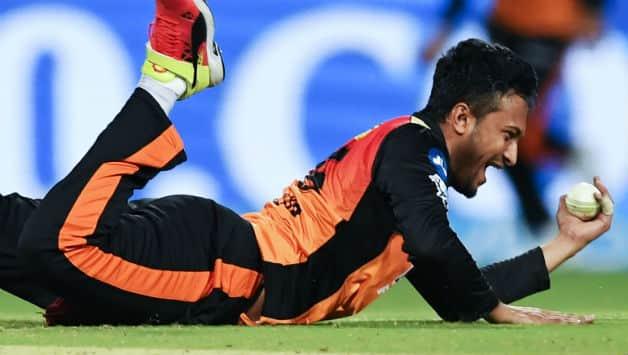 Shakib Al Hasan takes a return catch to get rid of Chris Lynn © AFP