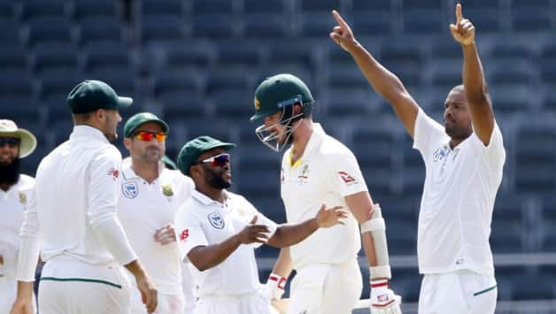 Vernon Philander took 6 for 21 © AFP