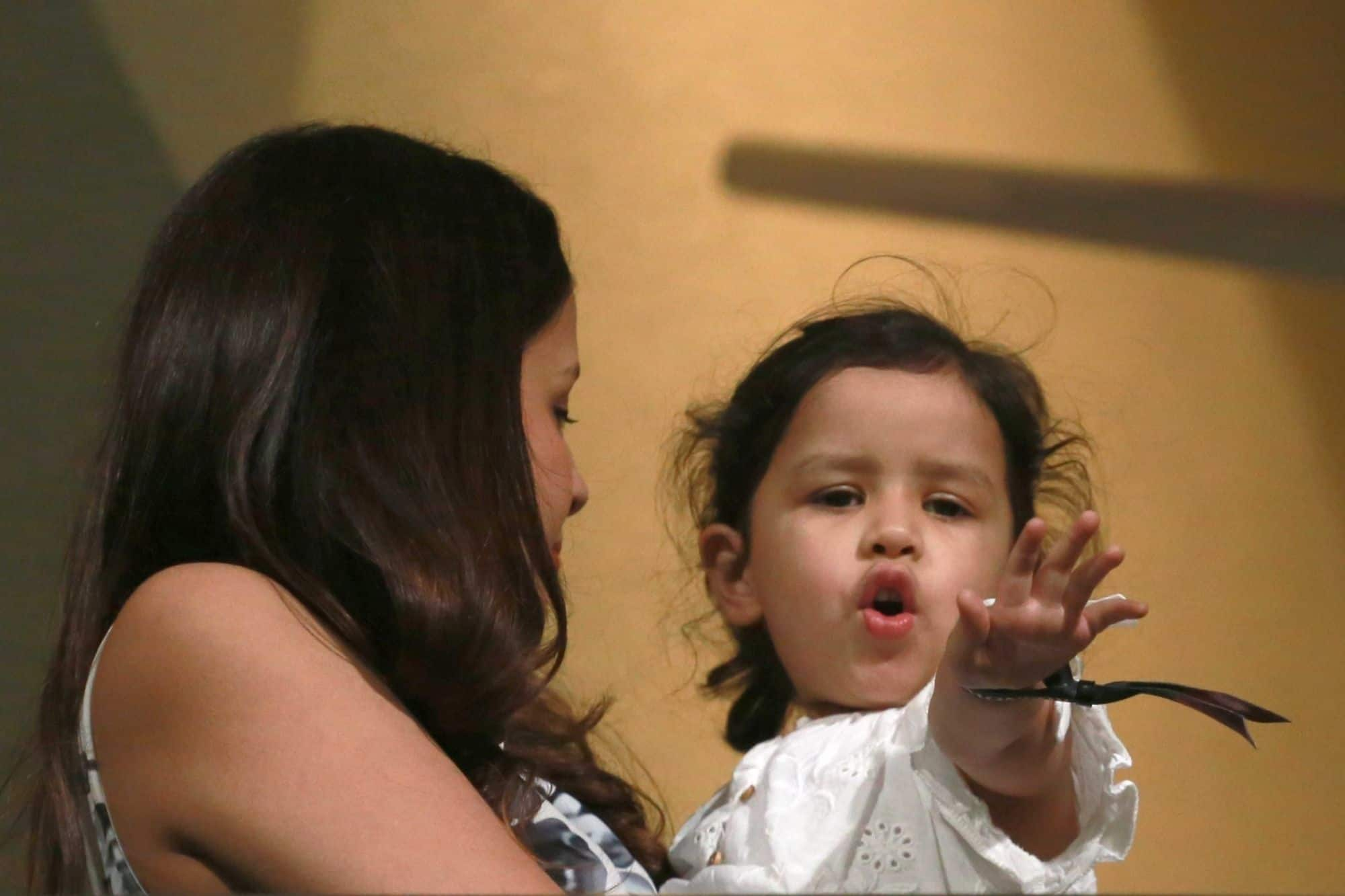 IPL 2018: Find out what Ziva was doing when MS Dhoni hitting sixes against RCB