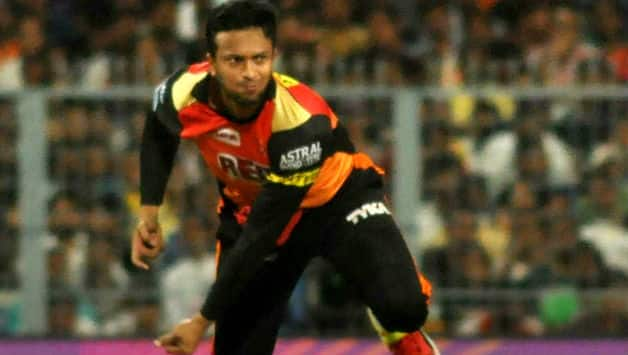 Shakib becomes the first left arm bowler to take 300 t-20 wicket
