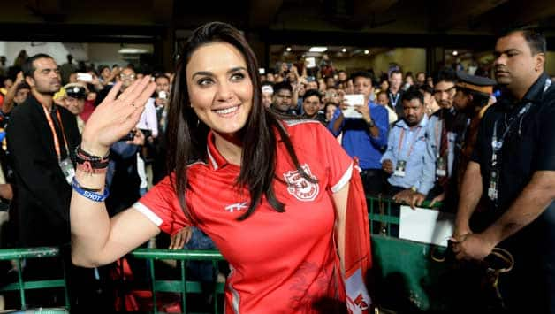 IPL 2018: Watch Preity Zinta giving gifts to Kings XI Punjab at Indore Cricket Stadium