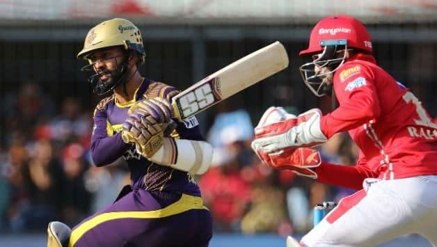 Dinesh Karthik scored 50 for KKR © BCCI
