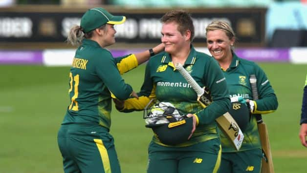 Lizelle Lee  (centre) scored an unbeaten knock of 92 © Getty Images