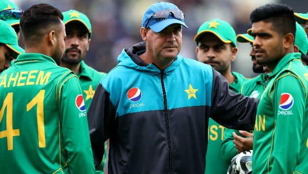 Pakistan coach Mickey arther loses bet to shadab khan