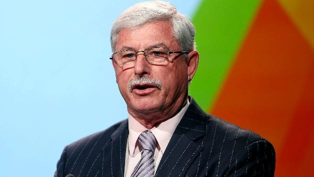New Zealand bowling great Richard Hadlee has cancer surgery