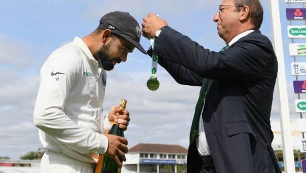 India vs England: Virat Kohli gifts his man of the match champagne to Ravi Shastri