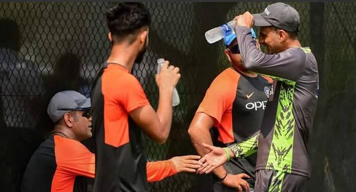 MS Dhoni supervised Team India's nets session in absence of Ravi Shastri