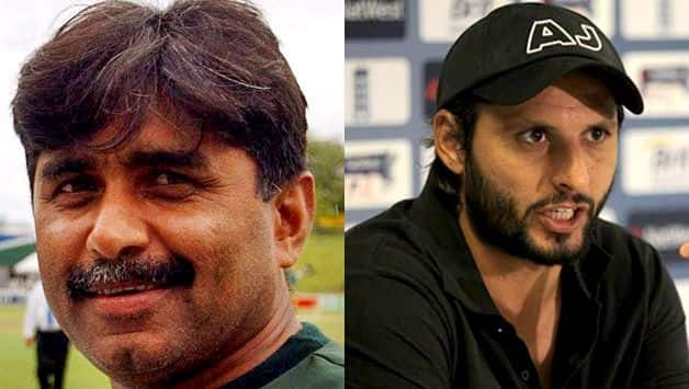 Javed Miandad advise his fellow cricketers to avoid voicing opinions on political and other sensitive issues