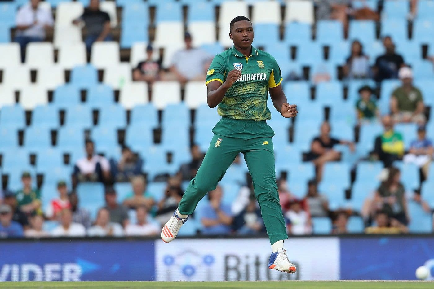 Lungi Ngidi sidelined for three months with knee injury