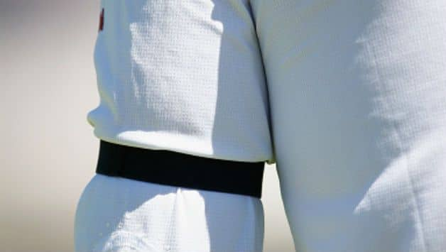 Australian cricketers wear black arm band to give tribute to Colin Guest who passed away at 81