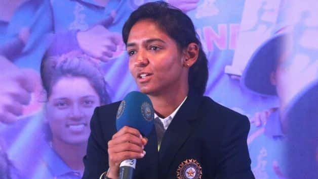 Harmanpreet kaur writes letter to BCCI, backs Powar to continue as coach