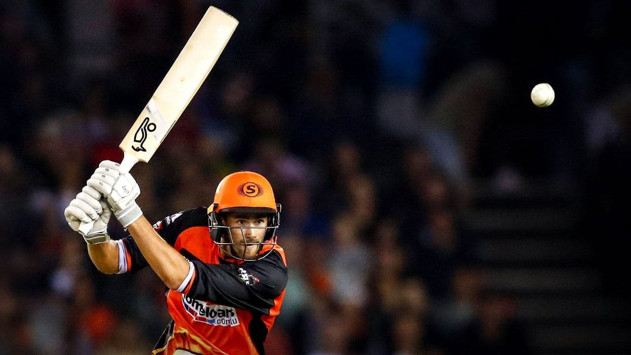 Ashton Agar ruled out of Big Bash League due to dislocated finger