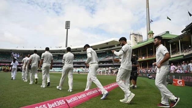 Indian cricketers wears black armbands at Sydney Test as a mark of respect to Ramakant Achrekar's death