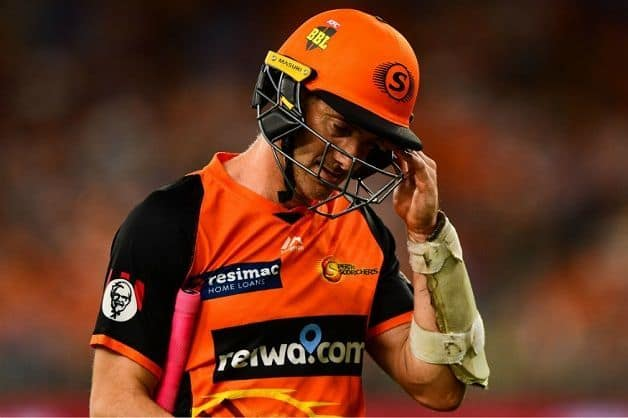 Big Bash League: Michael Klinger dismissed on seventh delivery of over, umpire didn't notice