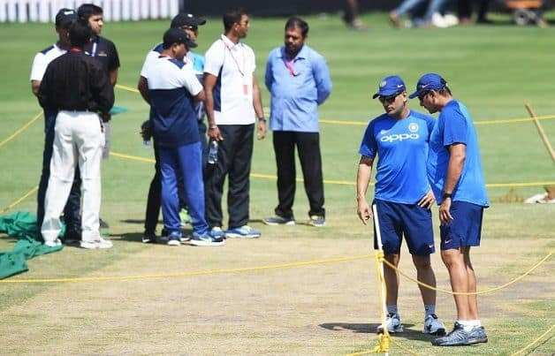 Dhoni  Shastri inspect pitch