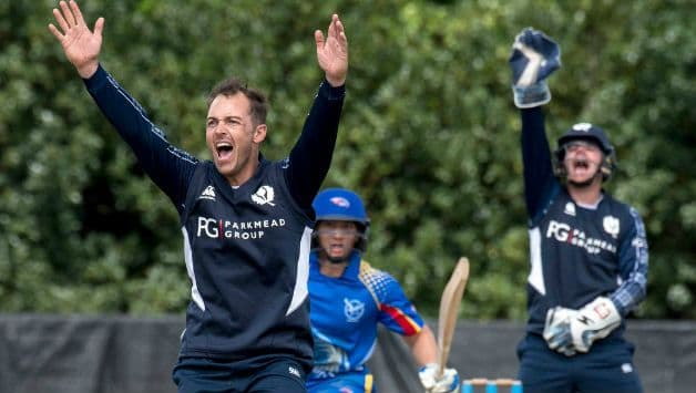 Scotland cricketer Con de Lange dies aged 38 after brain tumour