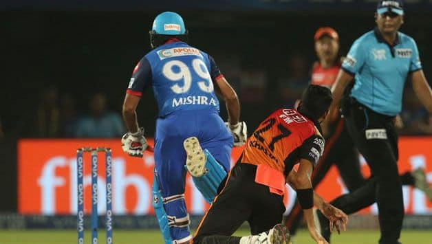 Amit Mishra becomes 2nd to  be given out for obstructing the field in IPL after Yusuf Pathan