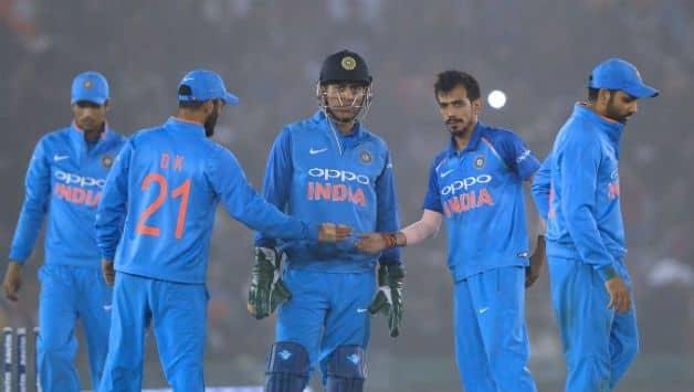 Indian players with MS Dhoni on Balidan Badge gloves issue