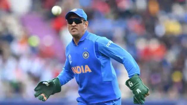 Fans hit out at ICC for objecting to MS Dhoni wearing gloves with Special Forces' insignia