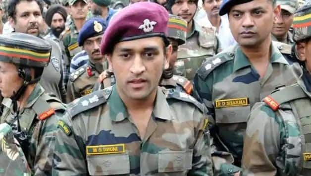 MS Dhoni assigned patrolling, guard duty in Kashmir as part of training with Parachute regiment