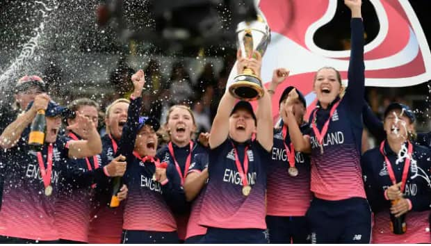 England women's head coach Mark Robinson steps down